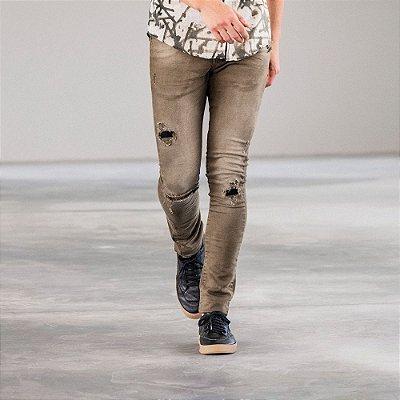 Calça masculina de sarja destroyed modelagem slim - Verde