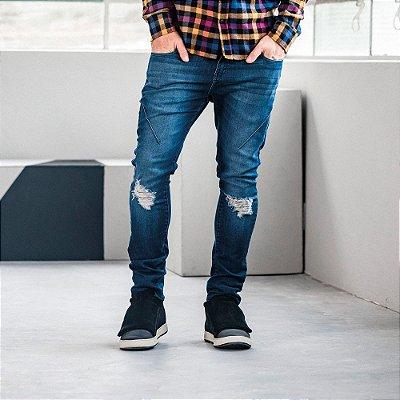 Calça jeans masculina slim lavação escura destroyed - Denim