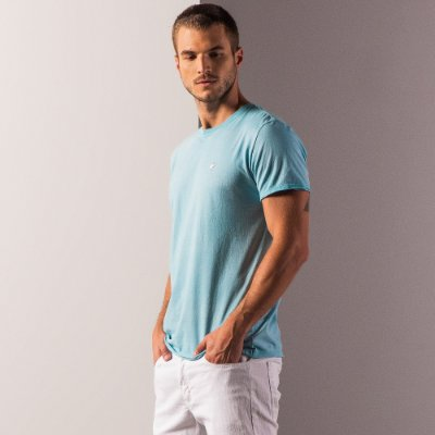 Camiseta básica masculina efeito devorê gola redonda e manga curta - Turquesa