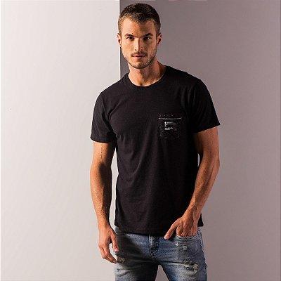 Camiseta masculina com bolso estampado gola redonda e manga curta - Preto