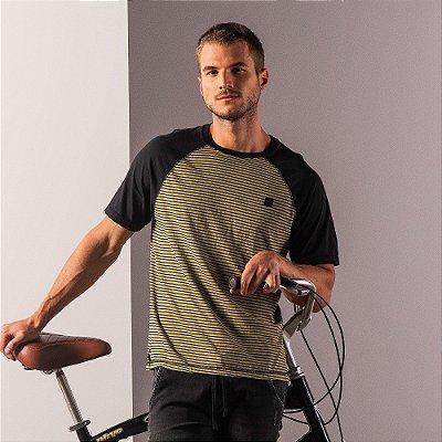 Camiseta masculina raglan estonada de listras com etiqueta emborrachada - Verde