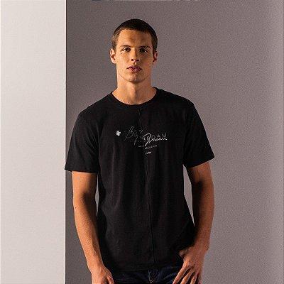 Camiseta masculina recorte diferenciado frontal estampa lettering - Preto