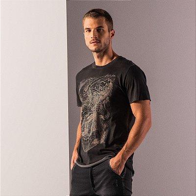 Camiseta masculina estampa desenho manual leão e efeito spray - Preto