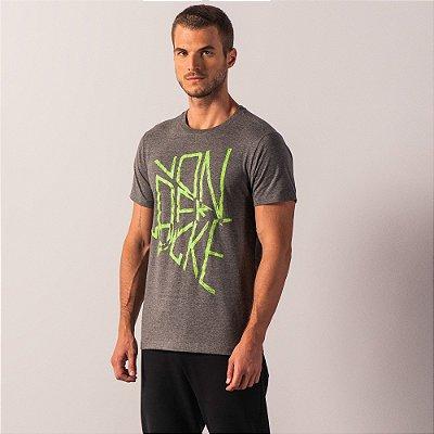 Camiseta malha ecológica estampa lettering efeito craquelado - Preto