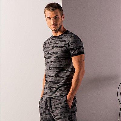 Camiseta masculina estampa de listras com manga e gola contrastante - Preto