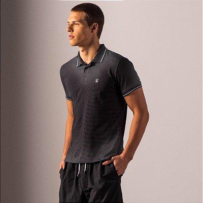 Camisa polo masculina em malha poá com etique emborrachada no peito - Preto