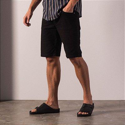Bermuda slim básica masculina em sarja - Preto