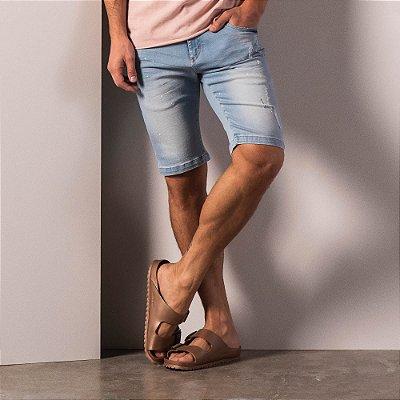 Bermuda jeans masculina modelagem reta com puídos - Light Denim