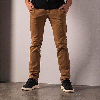 Calça chino básica masculina de sarja modelagem slim - Marrom