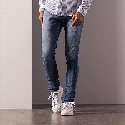Calça jeans de modelagem slim com lavação média - Medium Denim