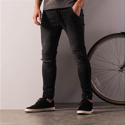 Calça jeans slim com elástico na cintura e rasgo no joelho - Black Denim