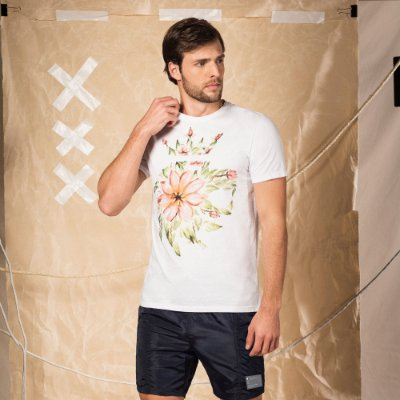 Camiseta masculina de manga curta estampa leão Vøn der Völke floral - Branco