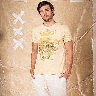 Camiseta masculina de manga curta estampa leão Vøn der Völke e deserto - Amarelo