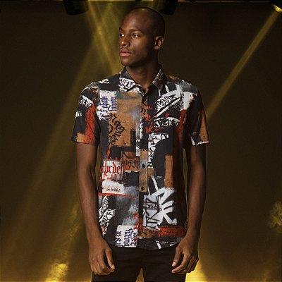 Camisa Manga Curta Masculina com Estampas Collage - Preto