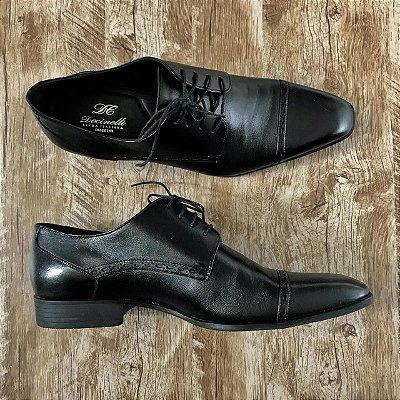 Sapato em couro Preto