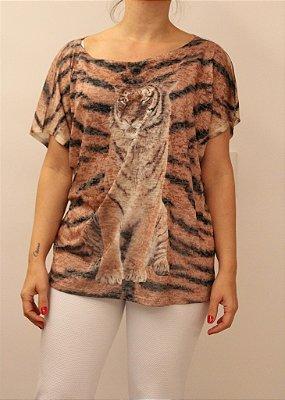 Tshirt manga curta caidinha com estampa animal print