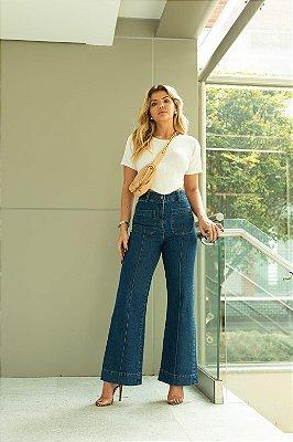 Calça jeans flare bolsos frontais