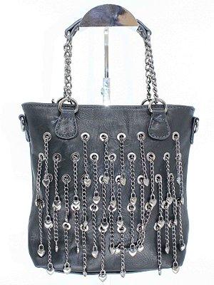 Bolsa preta com lindo detalhe em corrente de metal e mini corações