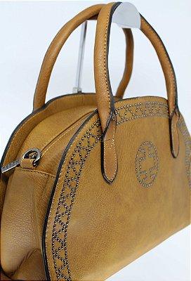 Bolsa design caramelo com tachinhas