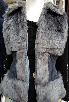 Colete acinturado pêlinho e tricot - Cor cinza