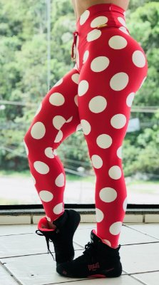 Calça legging fitness levanta bumbum vermelha com bolinhas brancas - tamanho único