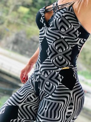 Macacão fitness empina bumbum com estampa Curves