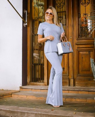 Conjunto em suede blusa e calça flare - azul bebê