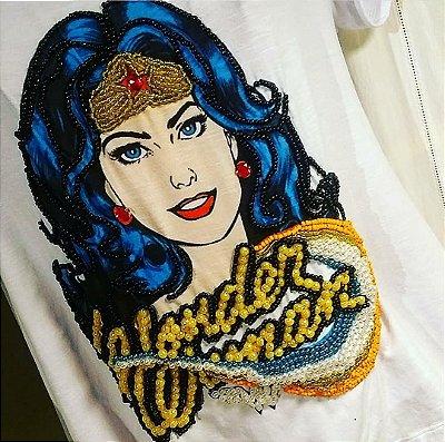 T-shirt bordada à mão - Mulher maravilha