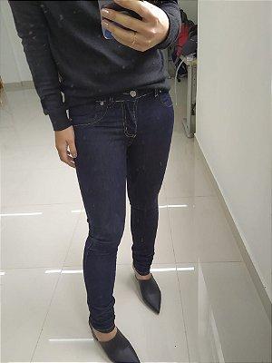 Calça jeans escura levanta bumbum Sawary - Tamanho 36