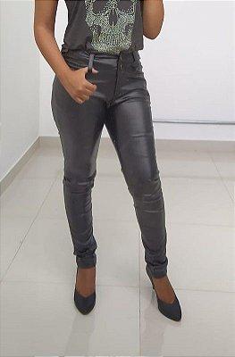 Calça em couro sintético preta
