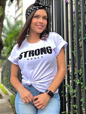 T-shirt branca com estampa com aplicação - Strong