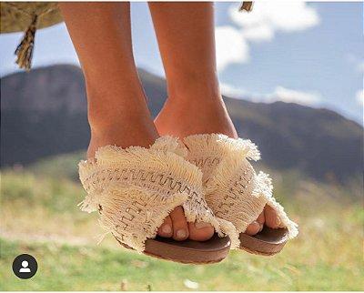 Birken com franjas na cor areia super confortável