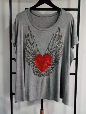 T-Shirt Bordada Heart - Cinza