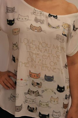Tshirt maravilhosa toda estampada com gatinhos e strass