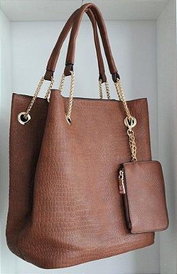Bolsa em couro croco eco caramelo com alças combinadas com metal e bolsa interna removível
