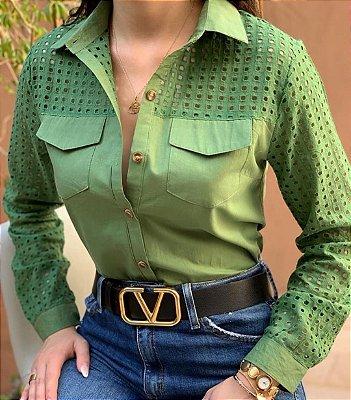 Camisa feminina em tricoline com laise
