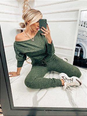 Conjunto confortável Melina em lãzinha com calça e blusa na cor verde