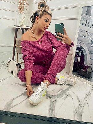 Conjunto confortável Melina em lãzinha com calça e blusa na cor fucsia