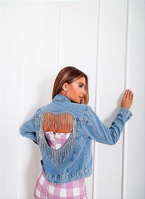 Jaqueta jeans com detalhe nas costas em coração e correntes em strass bordadas a mão
