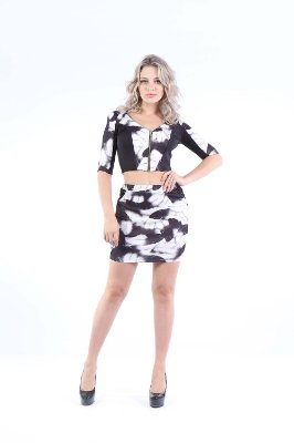 TOP ESTAMPADO ZIPER - FEATHERS BLACK
