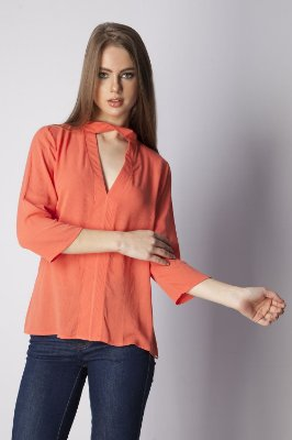 CAMISA HAPPY HOUR DECOTE TORCIDO - CORAL