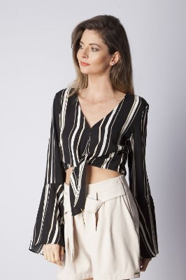 CAMISA HAPPY HOUR CROPPED LISTRADA - PRETO