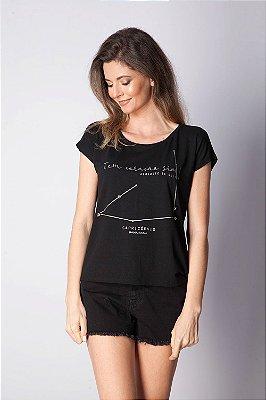 T-Shirt Bana Bana com Estampa de Signo Capricórnio Preta