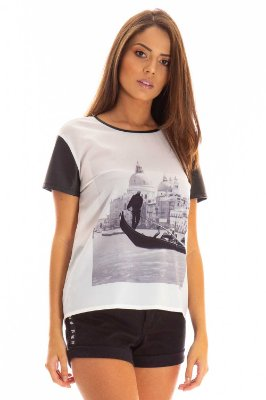 T-Shirt Bana Bana com Couro e Estampa