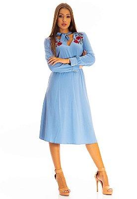 Vestido Bana Bana Midi Bordado com Amarração na Gola Azul