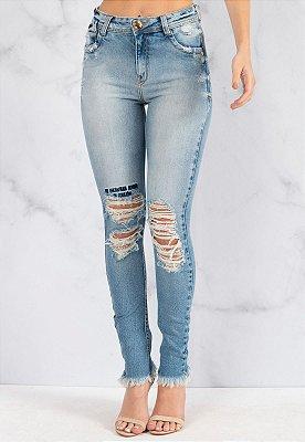 Calça Jeans Bana Bana Penélope com Destroyed e Bordado