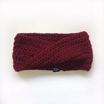 Gola de lã para bebê . vermelho escuro