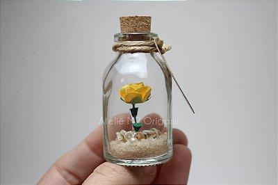 Lembrancina mini jardim na garrafinha com areia e conchas