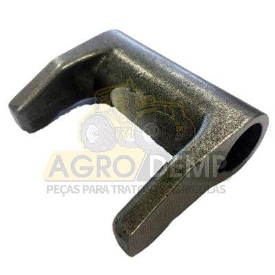 GARFO DE ENGATE DO SELETOR (ORIGINAL) - VALTRA 685C / 685F / 785C / 785F / BF65 / BF75 - 613540