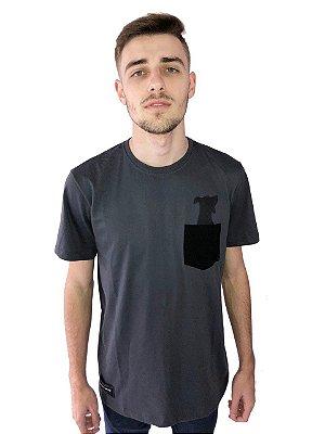 """Camiseta """"Dog"""" manga curta, com bolso estampado."""